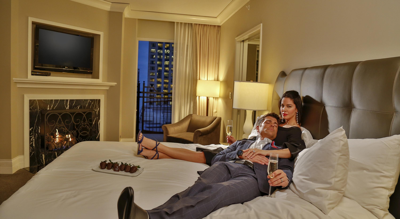 Luxury Downtown Chicago Hotel Waldorf Astoria Chicago