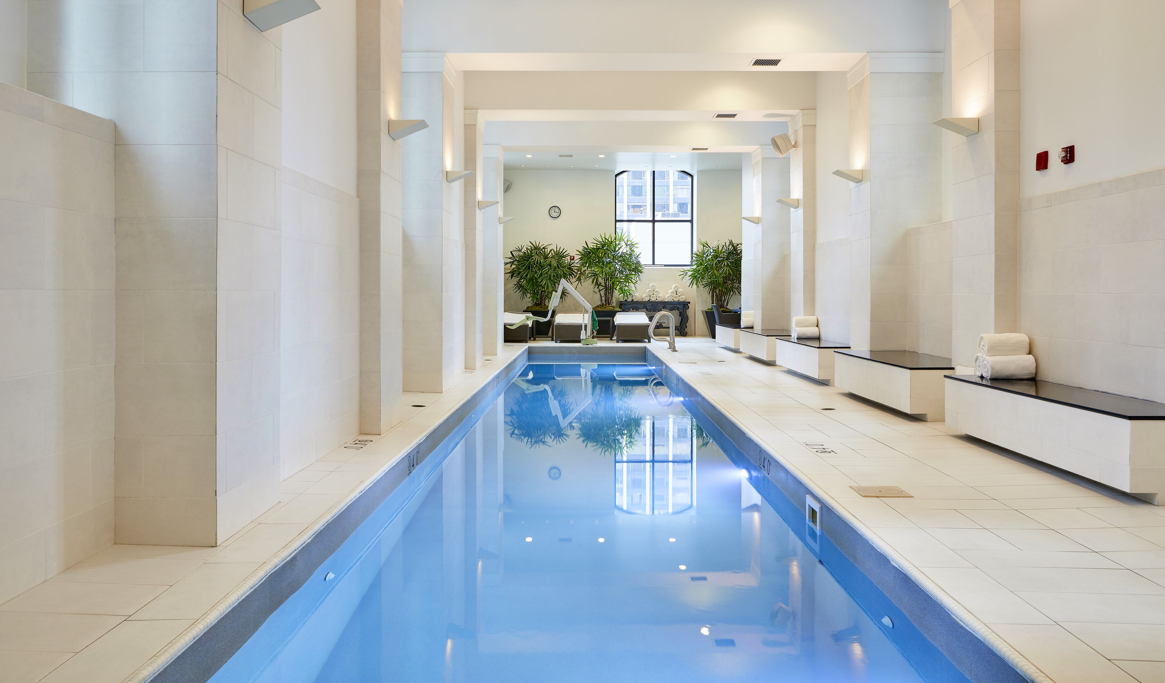 Luxury downtown chicago hotel waldorf astoria chicago for Chicago area spa resorts