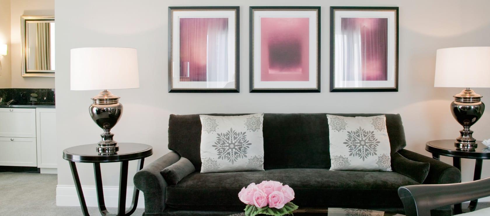 Living Room Bar Chicago Gold Coast Suite Waldorf Astoria Chicago